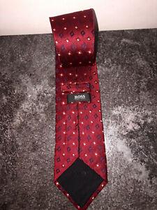 jolie cravate en soie bordeaux HUGO BOSS  toute neuve