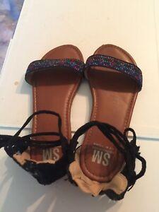 SM New York Sandals Girls size 2 Black