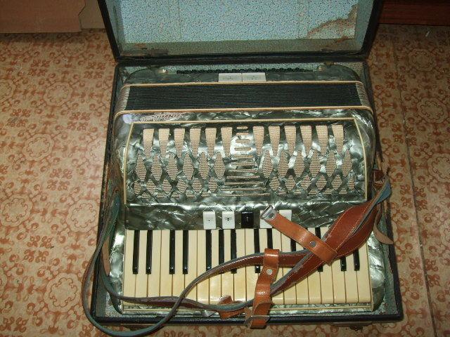 Akkordion- La Paloma , R.Hennicke-Kraftsdorf Thür.,80-Bäße,Musik-Instrument