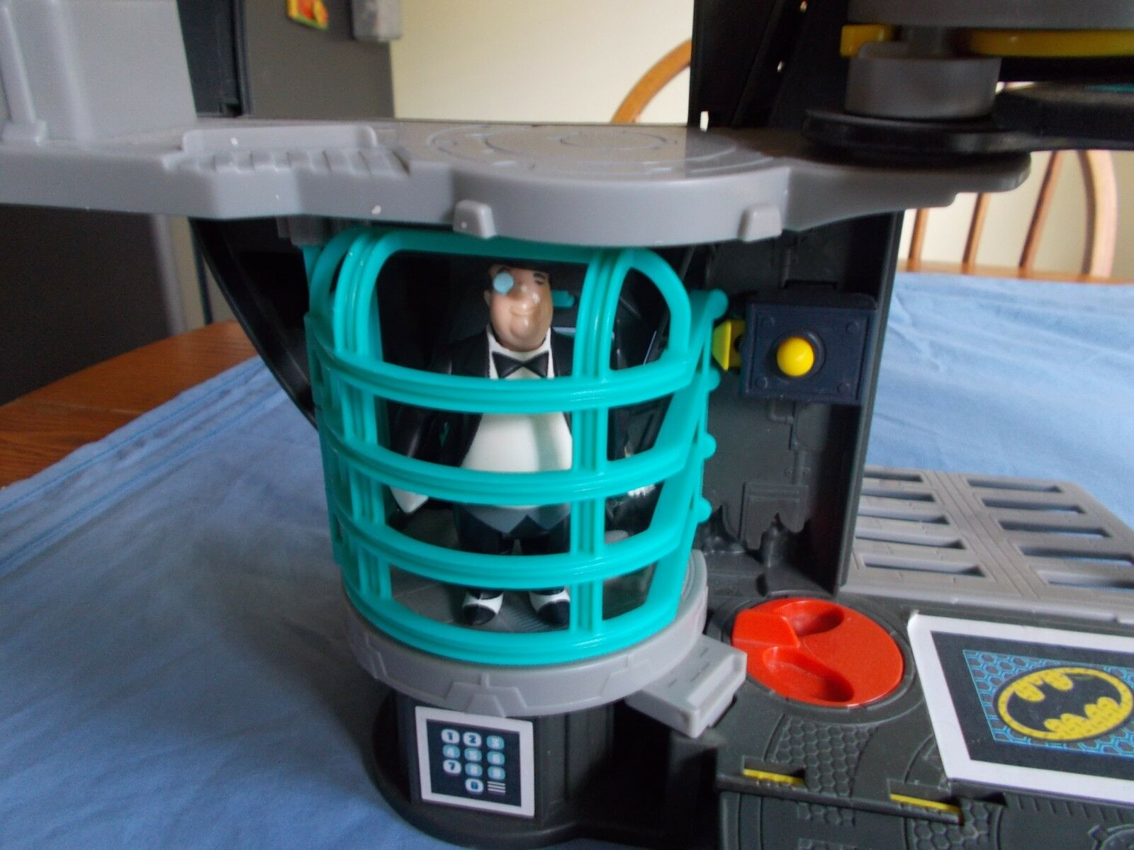 Fisher-Price Imaginext DC Super Friends Batcave with with with Batman & Penguin 275aa8