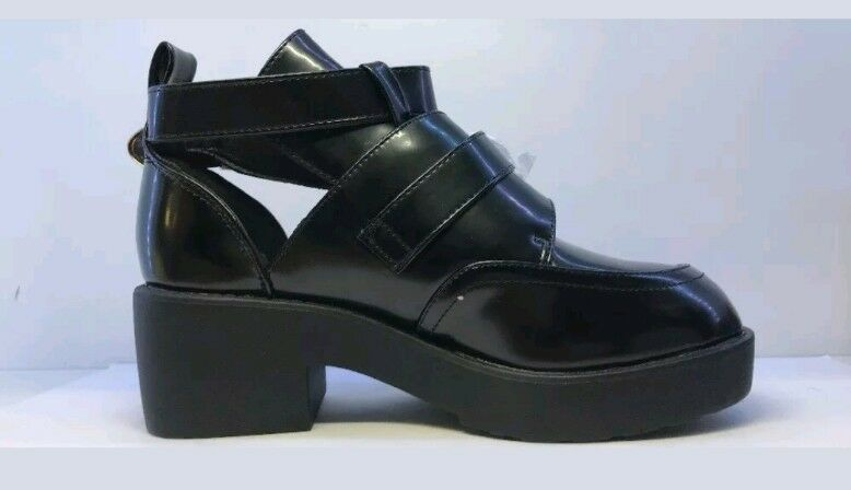 Truffle Collection Womens Black Gold Shoes With Gold Black Buckle 7013fe