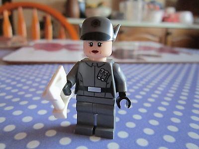 Lego Star Wars 75104 Brand New First Order Officer Im In- Und Ausland FüR Exquisite Verarbeitung Gekonntes Stricken Und Elegantes Design BerüHmt Zu Sein