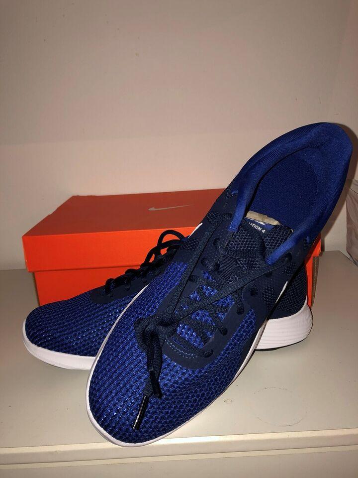 Løbesko, Løbe- eller hverdagssko, Nike Revolution 4