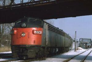 AMTRAK-Railroad-Train-Locomotive-Streamliner-224-Original-1975-Photo-Slide
