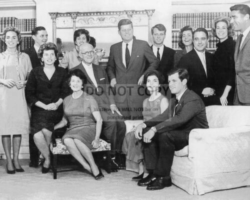 PRESIDENT-ELECT JOHN F KENNEDY AND OTHER FAMILY MEMBERS AA-222 8X10 PHOTO