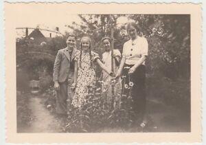 F29687-Orig-Foto-Buer-Personen-im-Garten-Springestrasse-35-1936