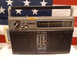 Vintage General Electric 8-Track Tape Stereo FM AM Portable Radio 3-5531A GE