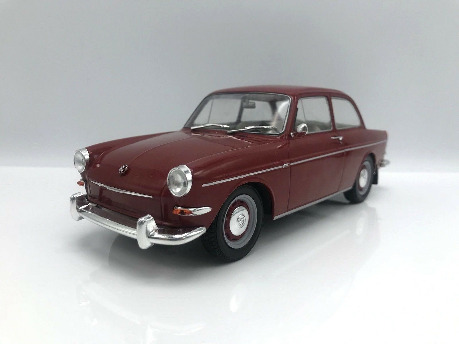 VW 1500 S (tipo 3) 1963-rosso oscuro - 1 18 microg    New