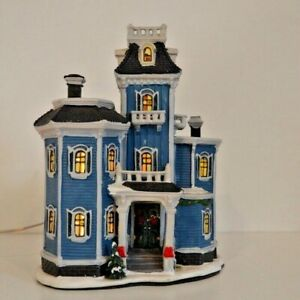 Vintage-Ceramic-Christmas-Village-Inn-House-Building-Large-lighted-Decor-w-FLAW