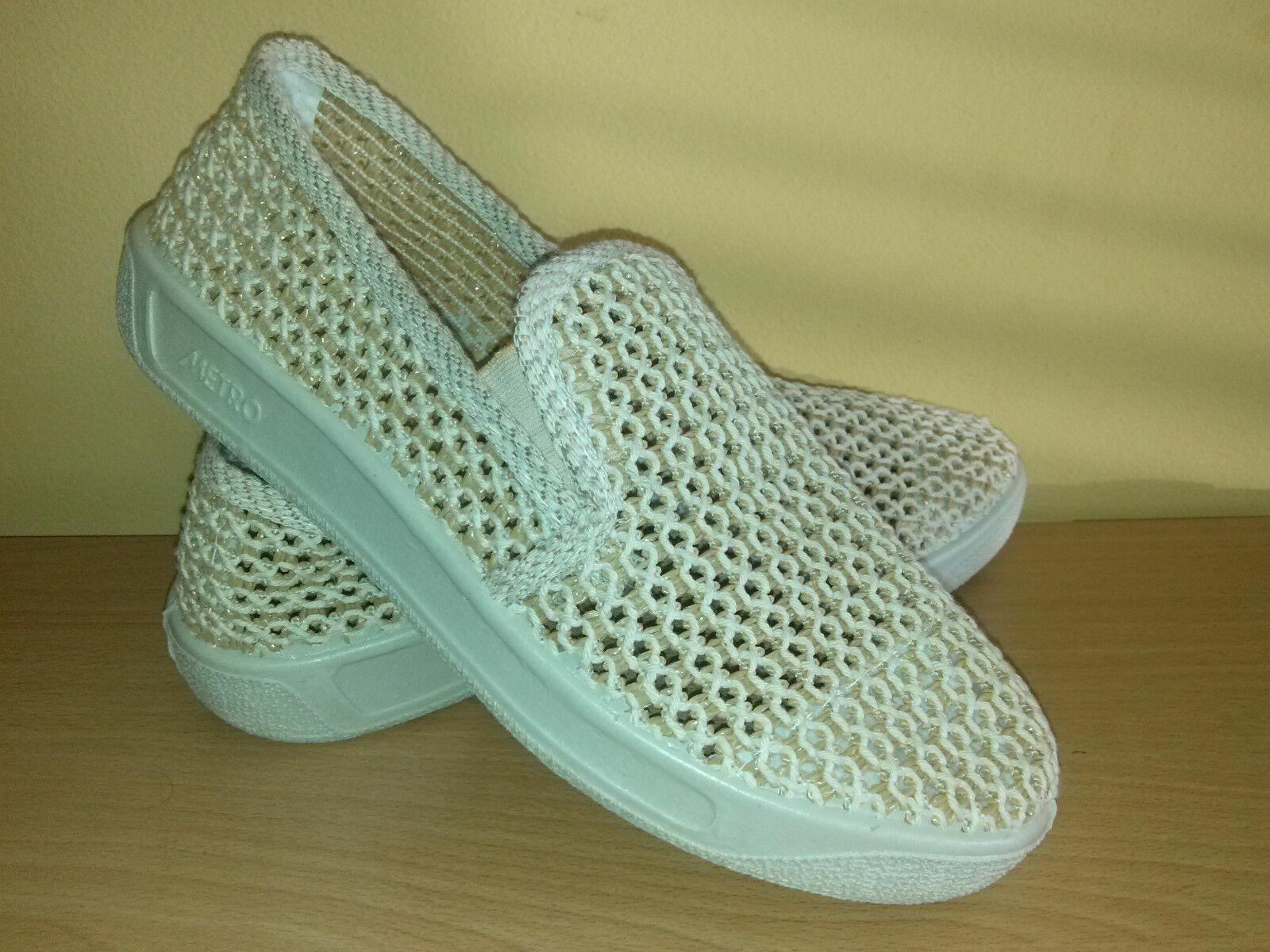 BRAND NEW Men's Mesh Slip On Summer shoes sizes-7.5,8