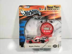 Hot-Wheels-Record-Times-1-64-Kyle-Petty-54703-New-on-Card-2002