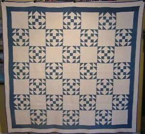 GRAPHIC-ANTIQUE-BLUE-AND-WHITE-ARROW-QUILT-C-1900-FABULOUS-QUILTING