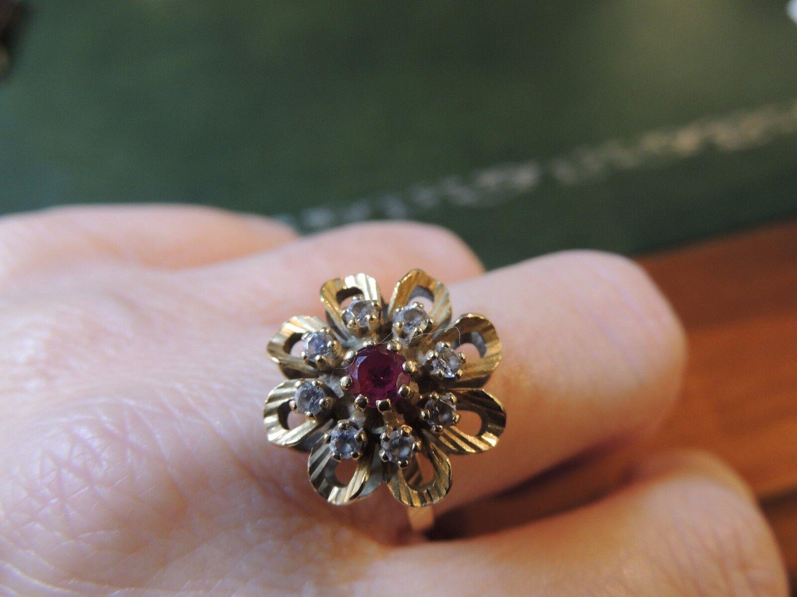 Anello antico  fiore  rubino e diamanti