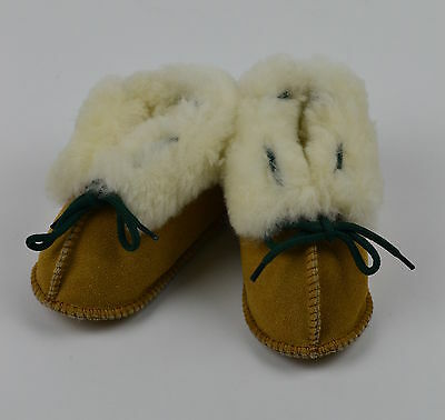 Carraig Donn Piel de oveja y gamuza Baby bootees/toddler slippers/pram Zapatos.12 Meses