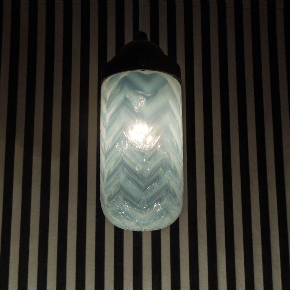 Anden loftslampe, Antik skønhed af loftslampe i opalglas