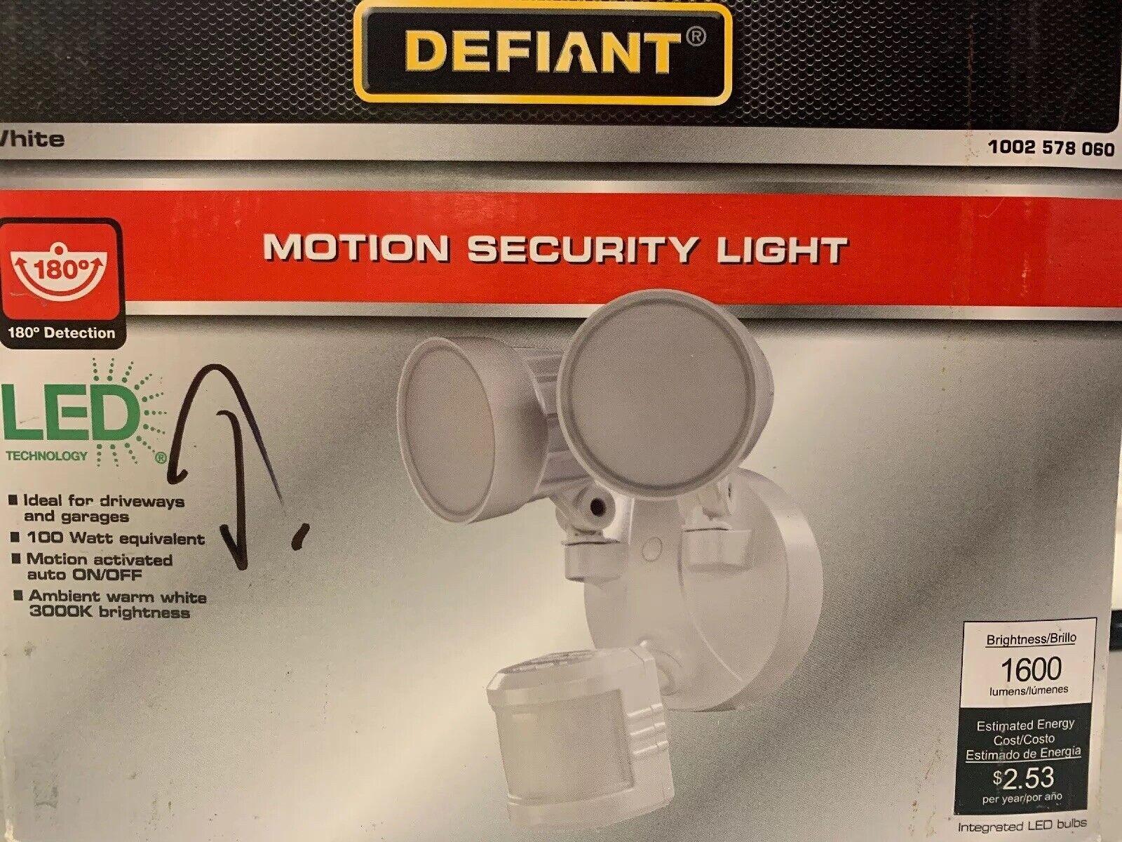 Defiant 180 ° movimiento activada al aire libre blancoa de cabeza doble de LED integrado luz de inundación
