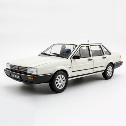 1:18 Scale VW Volkswagen SANTANA White Diecast Model Car Toys By WELLY Open Door