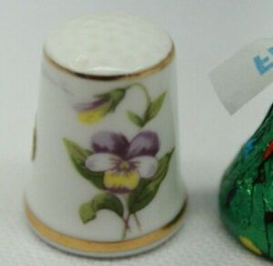 Hand-Painted-Flower-Thimble-Bone-China-made-in-Japan-White-and-gold-Perfect