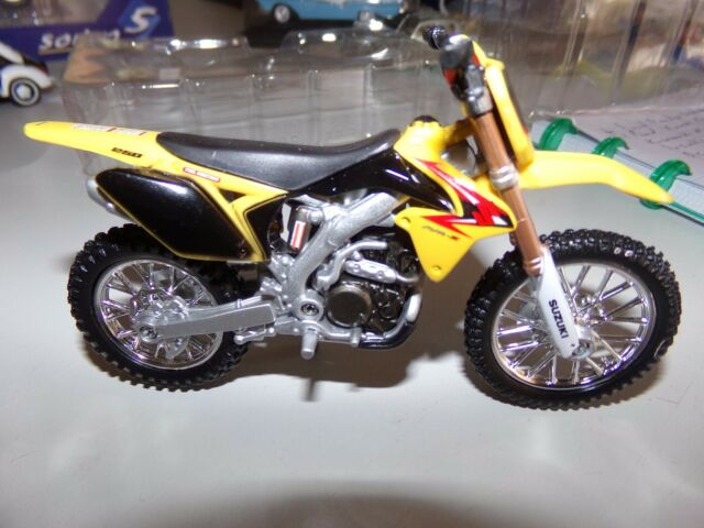 SUZUKI RM- 2450 de 2007   1/18 burago moto miniature de collection