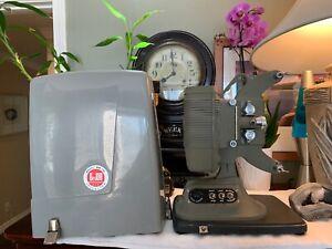 Vintage-DEJUR-8MM-FILM-PROJECTOR-Model-MW-750-Original-Carrying-Case-PRISTINE