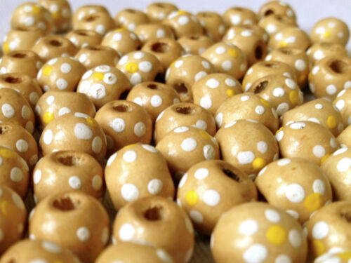 100 PALE CARAMEL COLOUR ROUND FLOWER WOOD BEADS 10mm W 0093