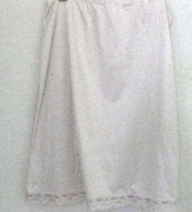 Vanity-Fair-Vtg-Ivory-Antron-III-Nylon-Half-Slip-with-Scalloped-Lace-Med-Lg-PC1