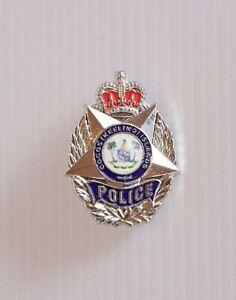 VINTAGE-COCOS-KEELING-ISLANDS-POLICE-METAL-ENAMEL-BADGE-COAT-LAPEL-BROOCH-PIN