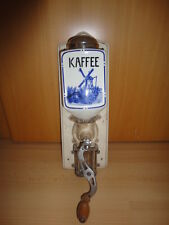 "alte,sehr schöne Wandkaffeemühle ""E.R.E.K.A."",Keramikbehälter, Hollandmotiv"