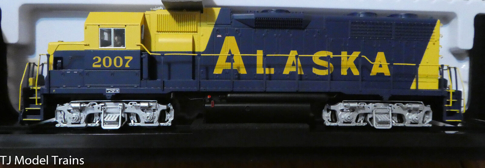 Atlas HO GP38 Locomotive-Alaska (Rd )