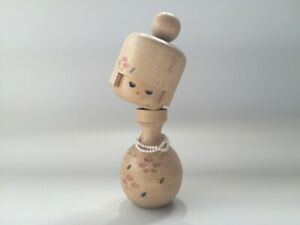 Japanese-Wooden-Kokeshi-Figure-Vtg-Girl-Woman-Doll-Signed-Necklace-Interior-o097