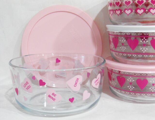 PYREX 7 Cup VALENTINE CONVERSATION CANDY HEARTS Storage Bowl Love Amore Hug Me