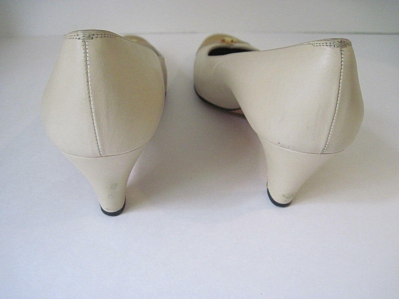 Salvatore Ferragamo Saks Fifth Avenue Beige Leder Yellow Patent Heels 9 1/2 AA