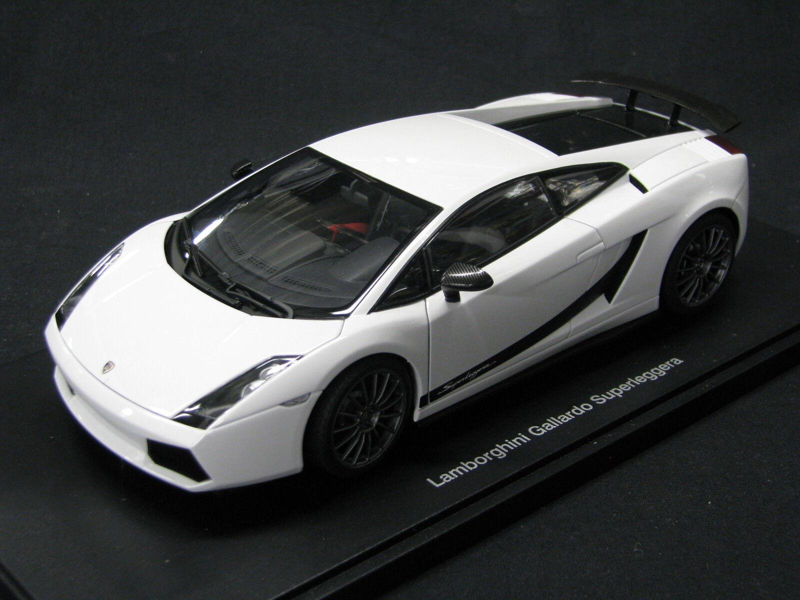 AutoArt Lamborghini Gallardo Superleggera 1 18 bianca (MCC)