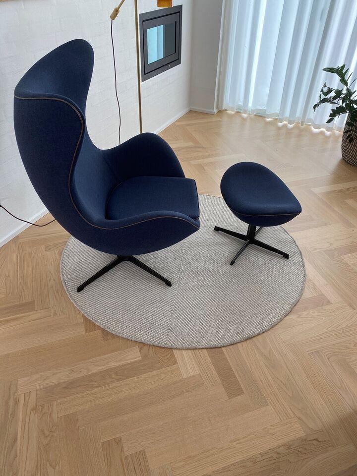 Arne Jacobsen, 3316, Lænestol og skamel