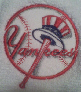 New york yankees embroider set of 2 hand towels bath ebay for Yankees bathroom decor