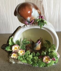 ROYAL-DOULTON-BIRD-ROBIN-ON-CAN-FEEDING-YOUNG-CHICKS-CHINA-FLOWERS-PERFECT