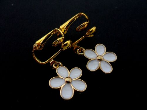 NEW. A PAIR CUTE  LITTLE GOLD TONE WHITE ENAMEL FLOWER CLIP ON EARRINGS