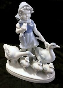 Bavaria-Gerold-Porzellan-Figurine-Girl-Goose-Herder-6738-West-Germany-MINT