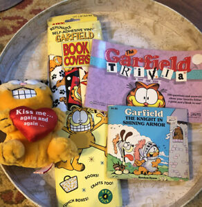 Mixed-Lot-Of-GARFIELD-Collectibles-KISS-ME-Plush-Book-Covers-Trivia-Book
