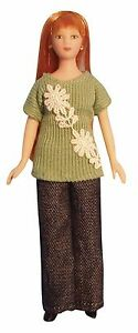 1-12TH-SCALE-DOLLS-HOUSE-MODERN-WOMAN-IN-GREEN-JUMPER