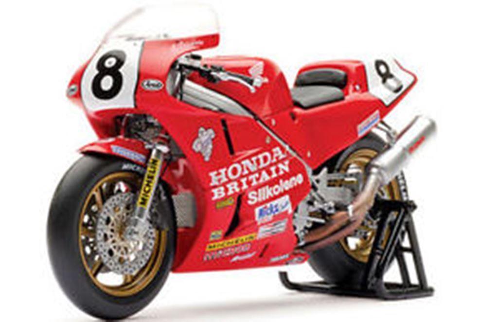 UNIVERSAL HOBBIES 4822 Honda RC30 model bike IOM TT Winner FOGARTY 1990 1 12th
