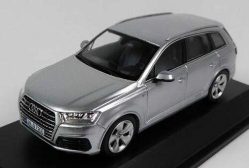 Audi Q7-Feuille Argent Spark concessionnaire modèle. 1//43 de haute qualité