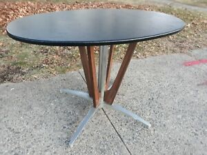 Vintage-Mid-Century-Modern-Vinyl-Metal-Wood-Dining-Oval-Table-deco-art-base-room