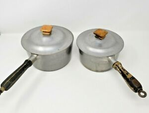 2-Vintage-Household-Institute-Aluminum-Pots-1-5-4-with-Lids-Wood-Handles