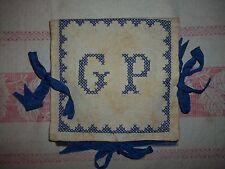 """alter Taschentuchbehälter + 3 Tücher-Stickerei-MG """"GB"""" Kreuzstich"""