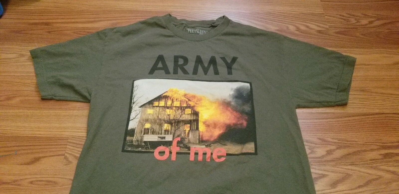 PLEASURES ARMY OF ME T SHIRT SZ L