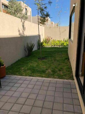 Preciosa Casa en Altos Juriquilla, Tipo Duplex, Gran Jardín en L, Alberca, Gym..