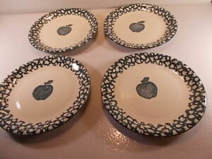 New-Set-Of-Four-Folk-Craft-by-Tienshan-Apple-in-Sponge-Green-Dinner-Plates-NEW
