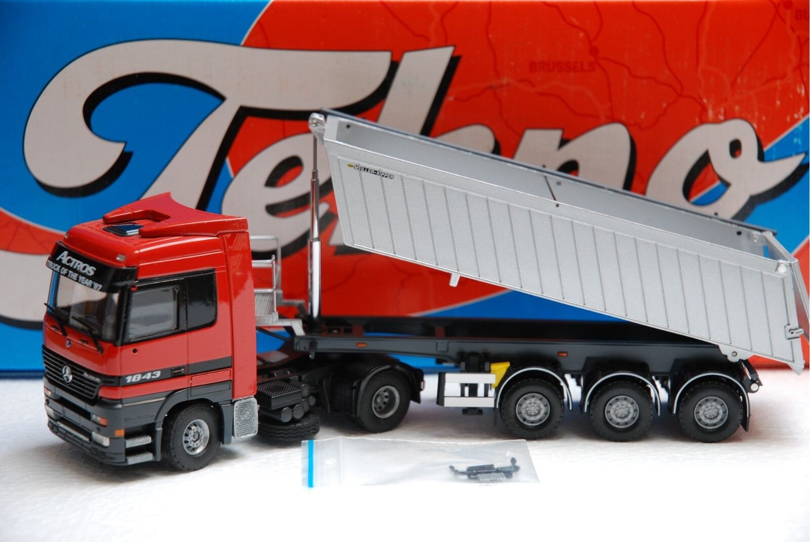 1 50 Tekno Mercedes Actros 1843 with tow