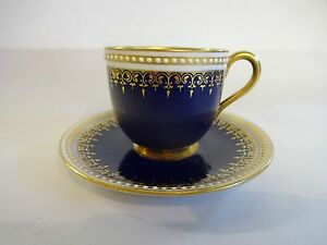 Royal-Worcester-c1930-Blue-amp-Gilt-Coffee-Can-amp-Saucer-039-Rare-039